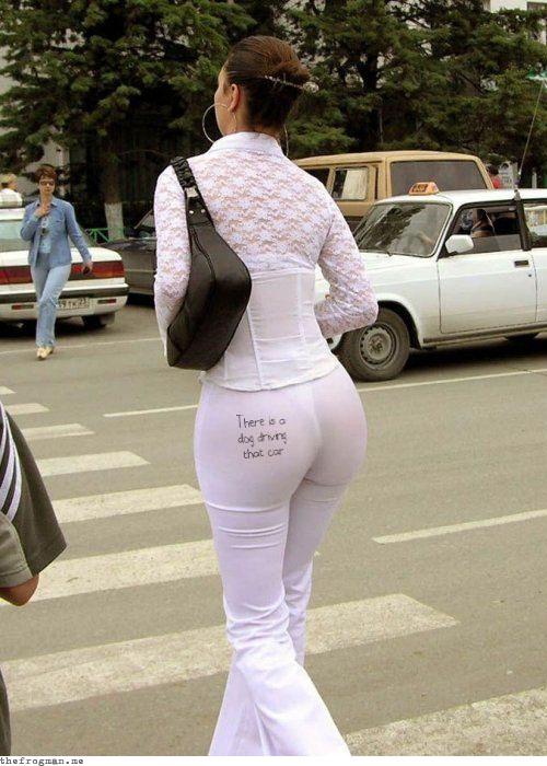 pochemu-shtanishki-rasporki-nosyat-na-golie-nogi