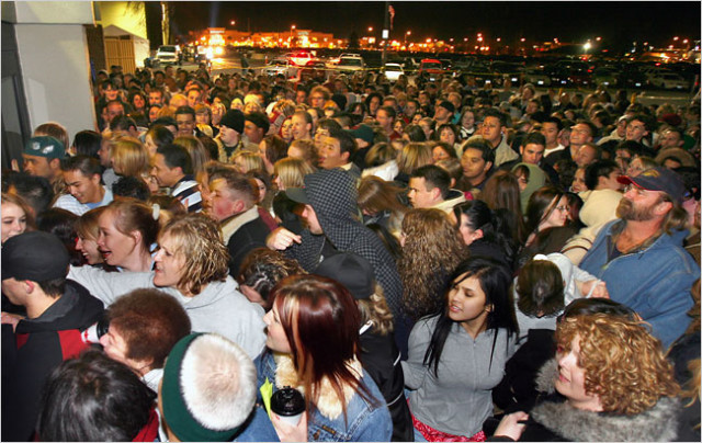 black-friday-crowd1